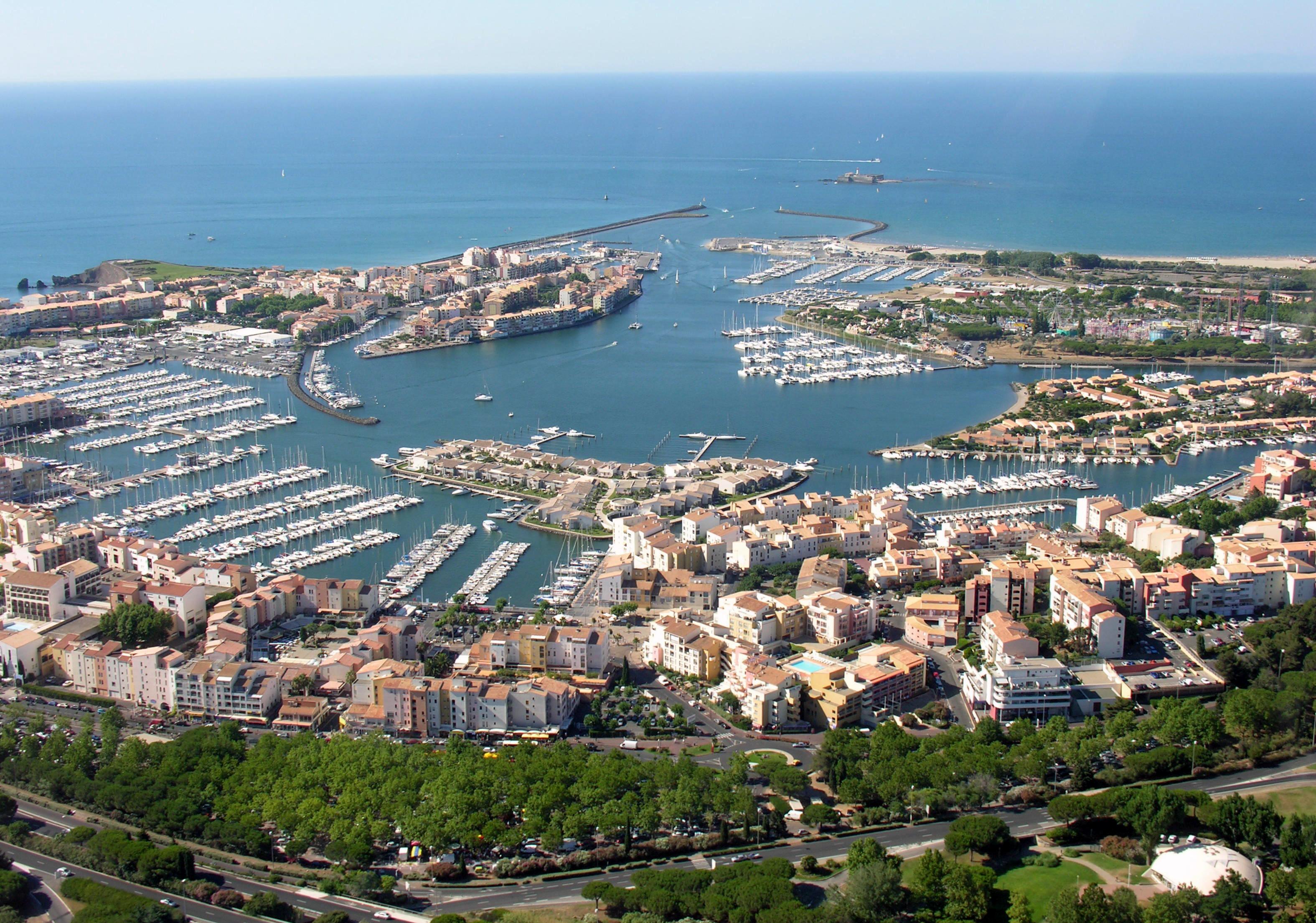 Vue aérienne du Cap-d'Agde - Le port