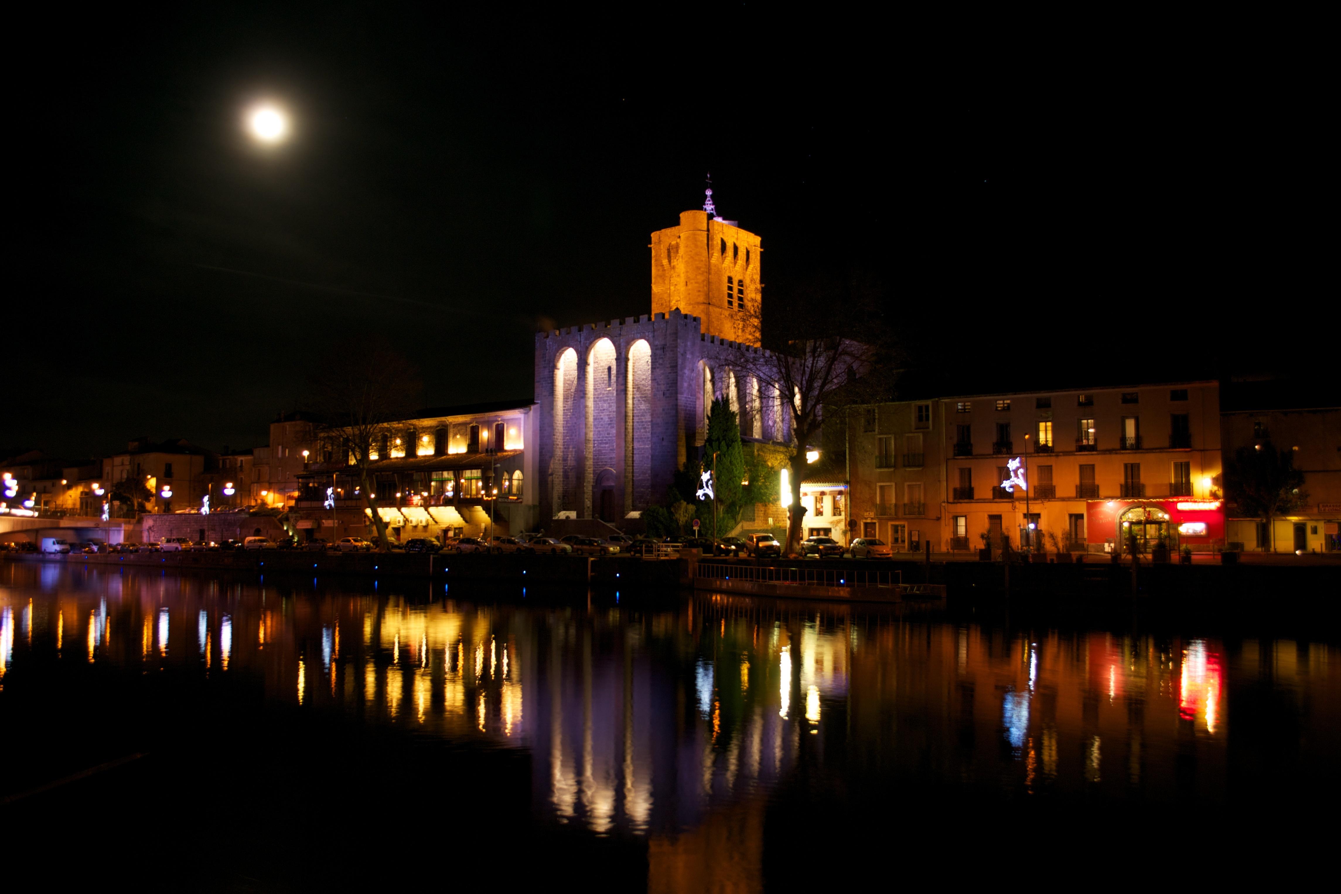 Agde - Cathédrale sur les Quais de l'Hérault